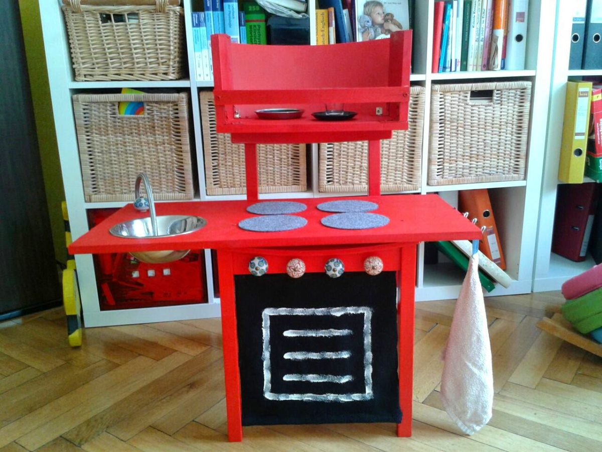 http://www.donkrawallo.at/2014/08/little-smutjes-upcycling-pantry.html
